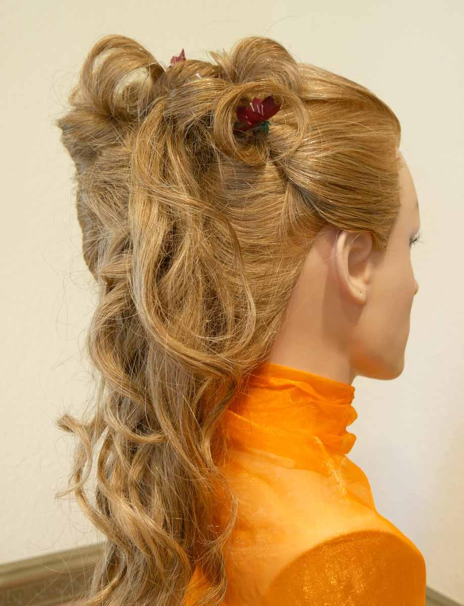 festliche Steckfrisur für langes Haar